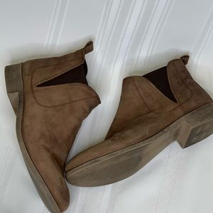 Steve Madden Brown Suede Ankle Boots Size 9